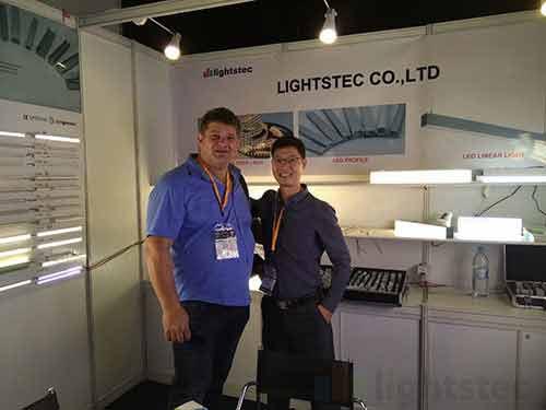 lighting-show-for-led-strip-light-supplier-led-tape-light-manuafcturer-led-aluminum-profile-wholesaleled-extrusion-supplierled-linear-light-customer-and-supplier-meeting-lightstec-4