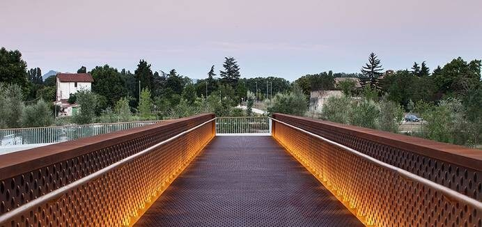 led linear light use in city park lighting (1)