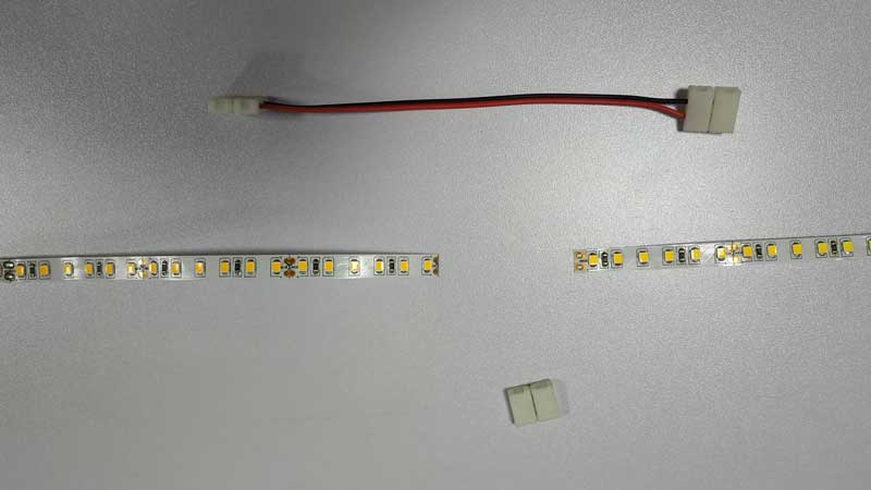 10,middle-connector-with-wire-and-strip-light-step-1