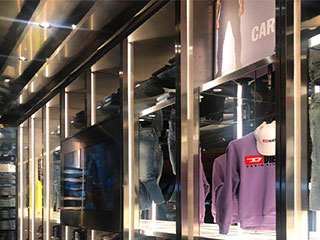 led-cabinet-light-in-clothes-shop