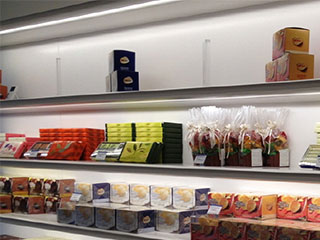 strip-light-using-in-supermarket