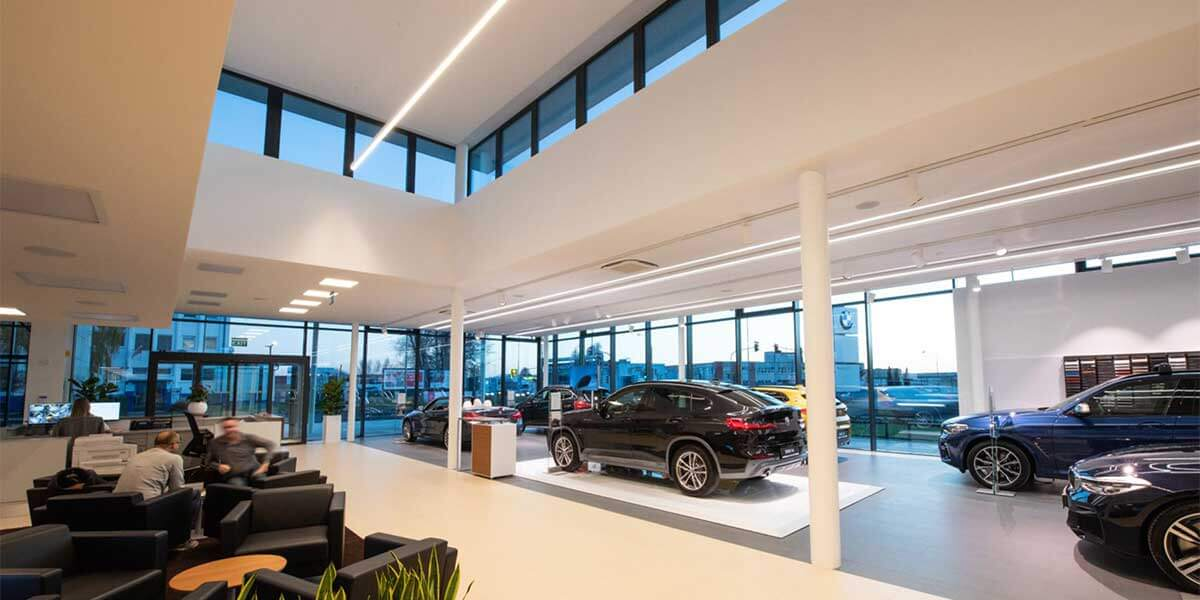 BMW-LINEAR-LIGHT-SHOWROOM