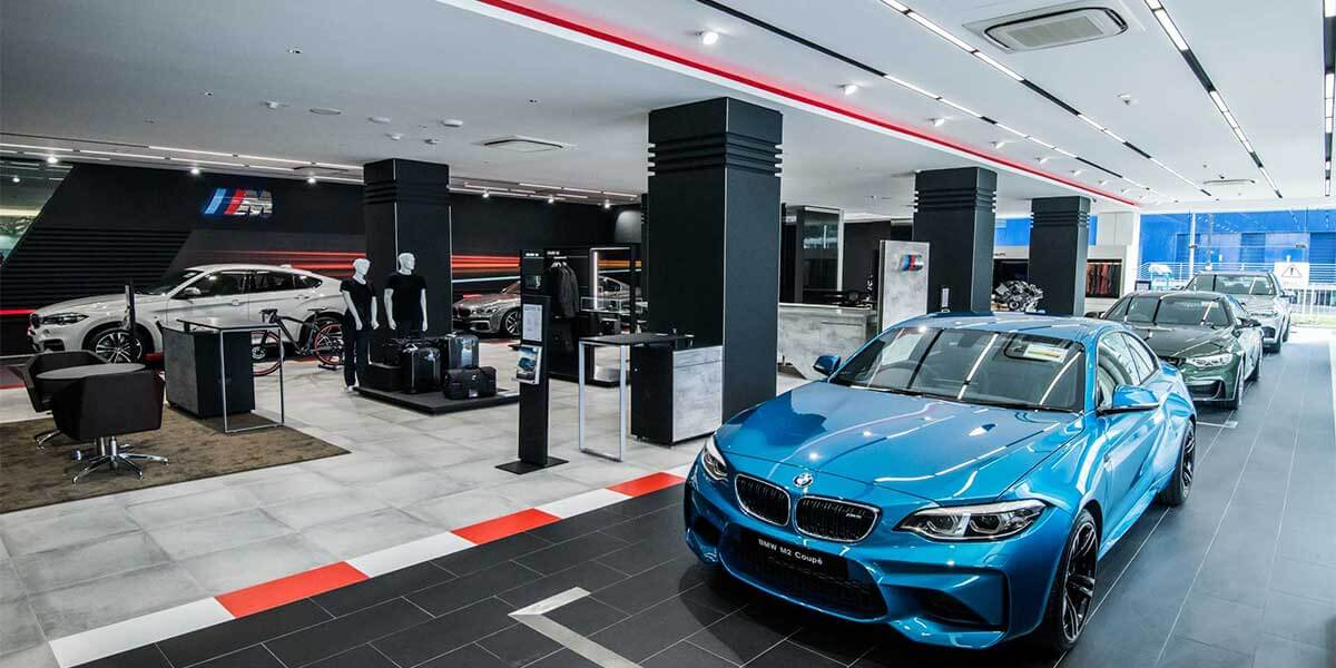 BMW-SHOWROOM-NEW-CAR-LED-LINEAR-LIGHT