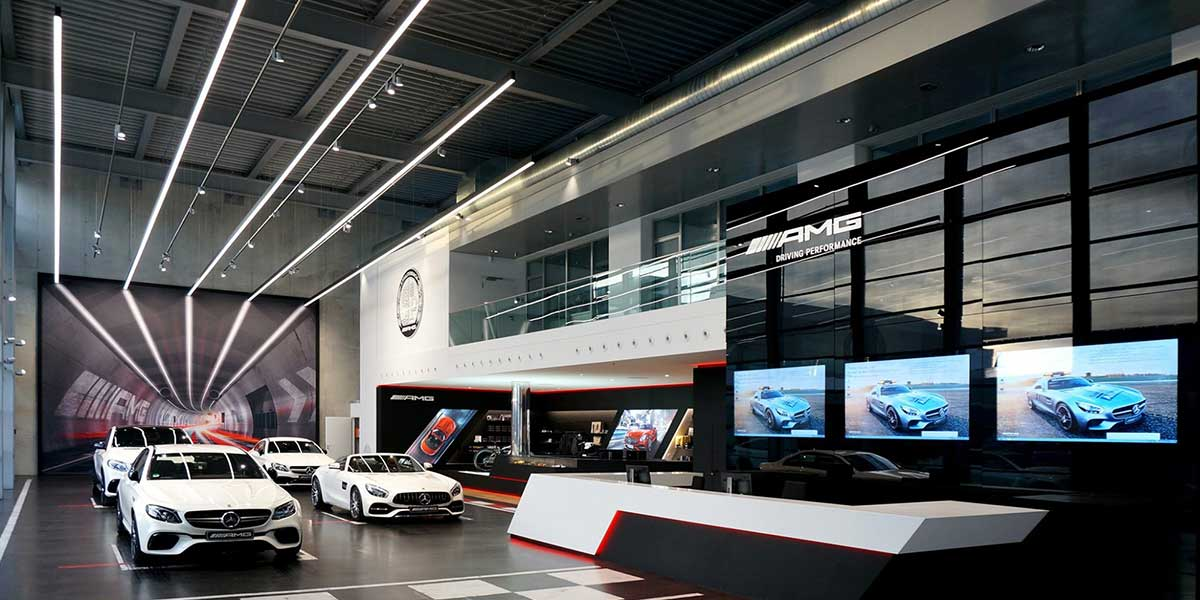 LED-LINEAR-LIGHT-IN-BENZ-SHOWROOM