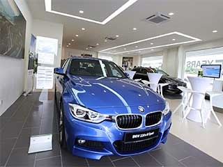 BMW-car-show-room-linear-light