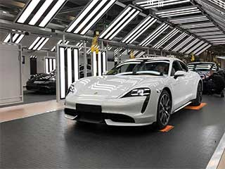 led-linear-light-porsche-working-shop-show