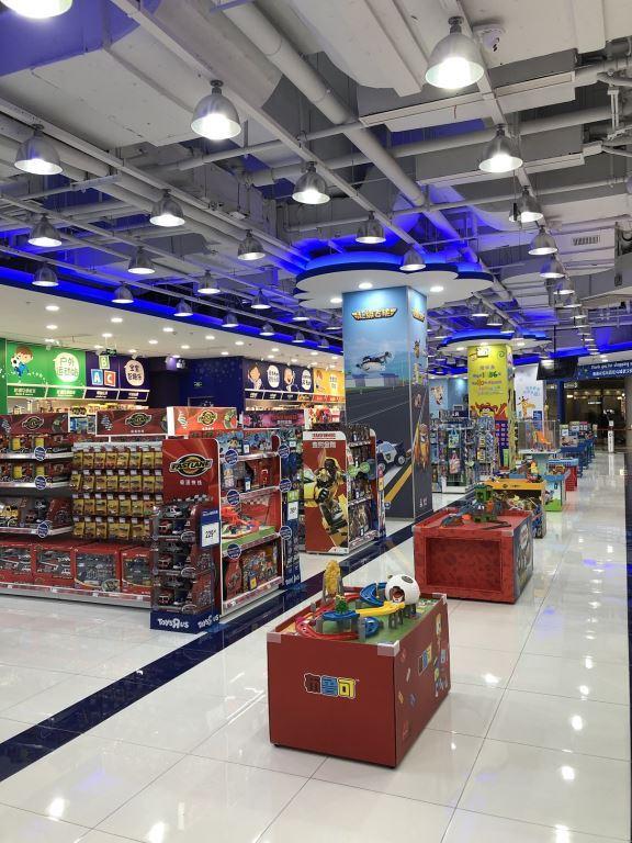 led strip light in toysrus store 2