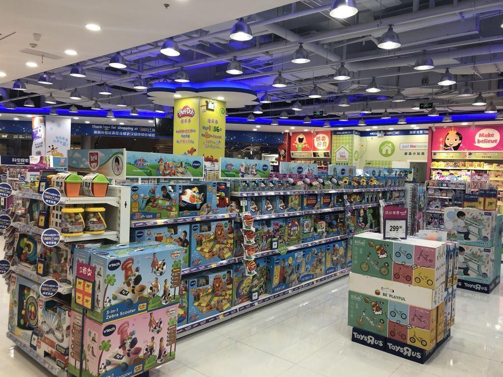 led strip light in toysrus store 3
