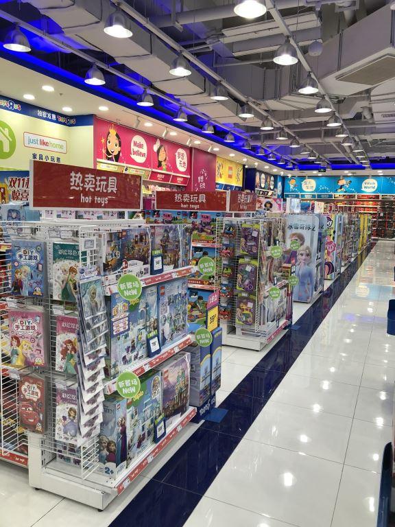 led strip light in toysrus store 4