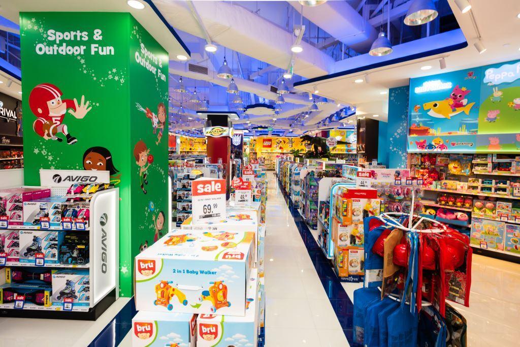 led strip light in toysrus store 6